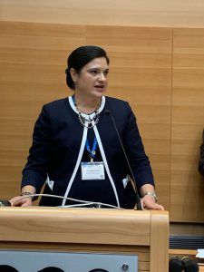 Dr. Rodicio at podium in Israel