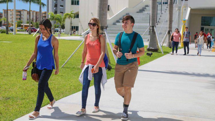 Students walking at Hialeah Campus