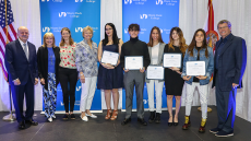 Group photo with the 2018 Frances Wolfson Art Scholarship recipients