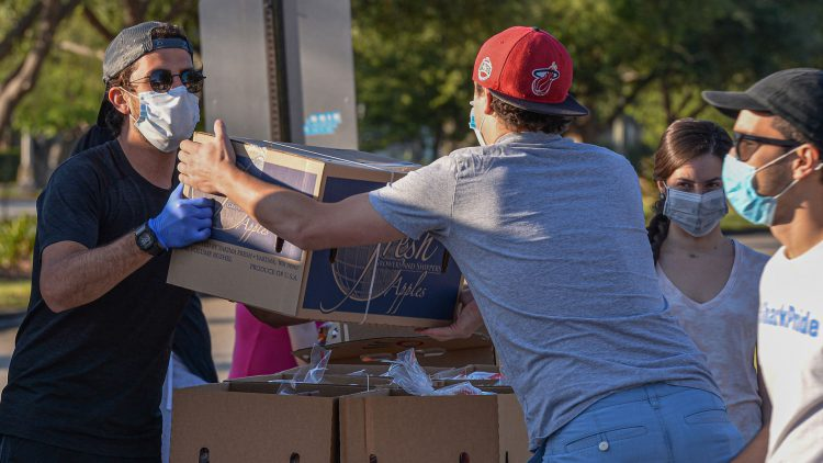 Kendall Campus and the Farm Share organization participated to deliver free food to people affected by COVID-19